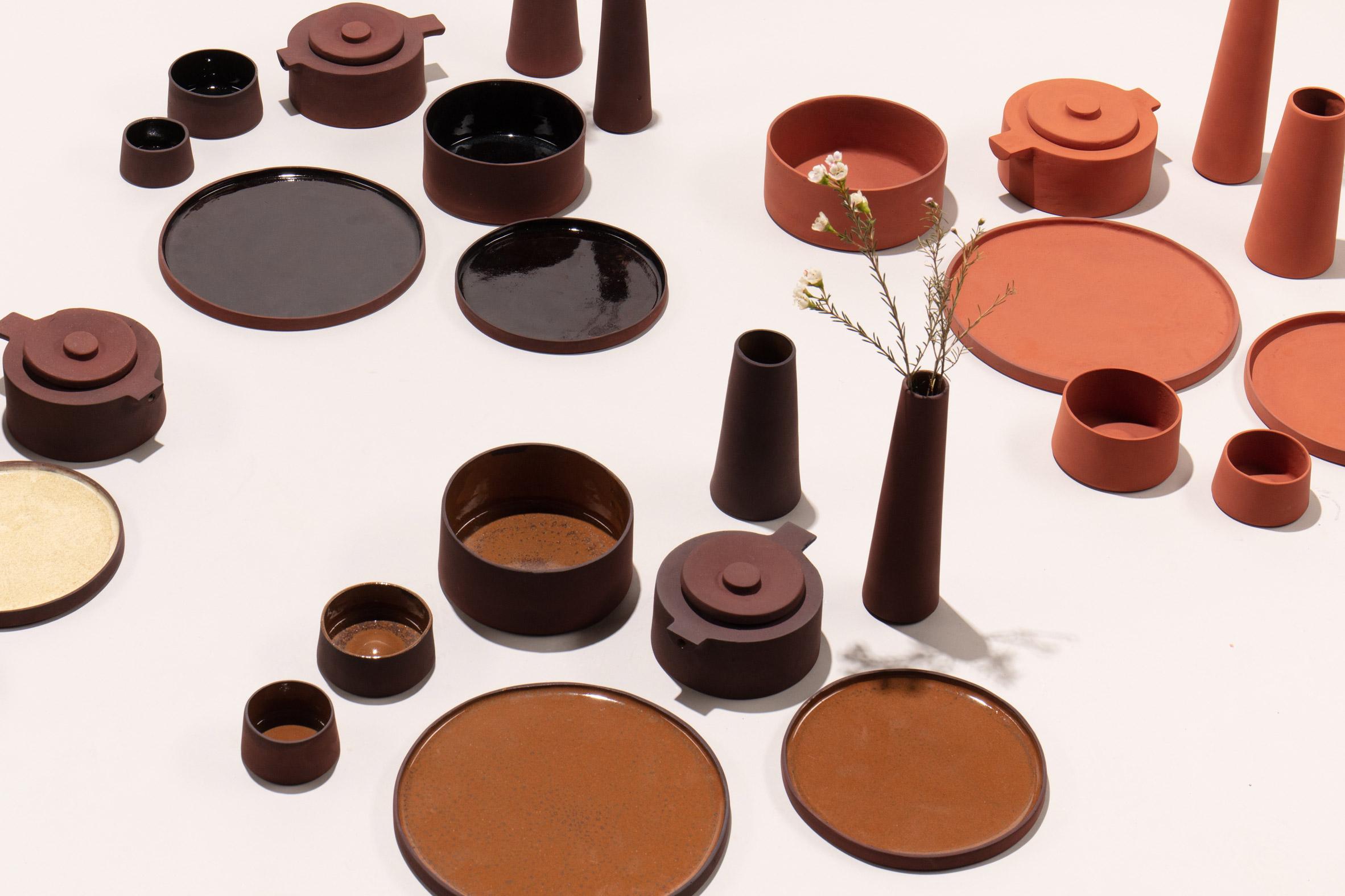 Designer omvandlar giftigt rödslam till keramikvaror